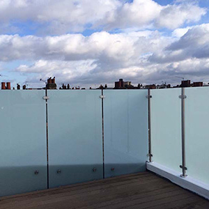 15m tall glass balustrade fitted around roof terrace