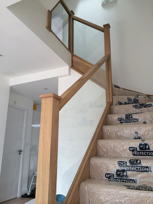 Glass balustrade infill